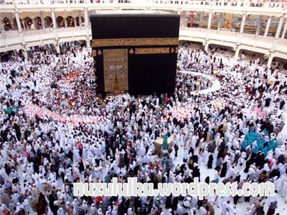 Suasana Ka'bah pada pk. 05.50 waktu Makkah, 10/42014 (gambar diambil dari Thawaf Track lantai II).