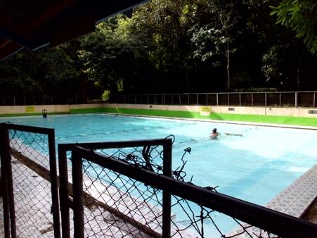 Penampakan kolam renang utama. (Foto koleksi pribadi)