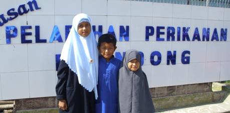 Anakku, para pecinta Al-Qur'an dan buku.