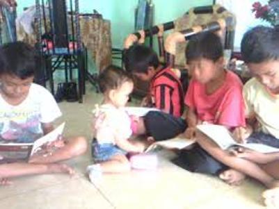 Biasakan membaca sejak usia dini.