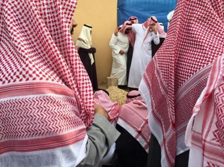 Siapapun pasti sedih ditinggalkan raja yg dermawan tersebut. (Dok. Al-Madina Newspaper)