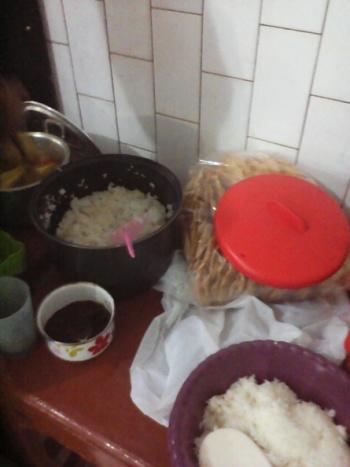 Nasi melimpah dan sambel yang tak akan tertinggal.