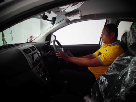 Berkesempatan untuk test-drive mobil keluaran terbaru. (dok. pribadi)