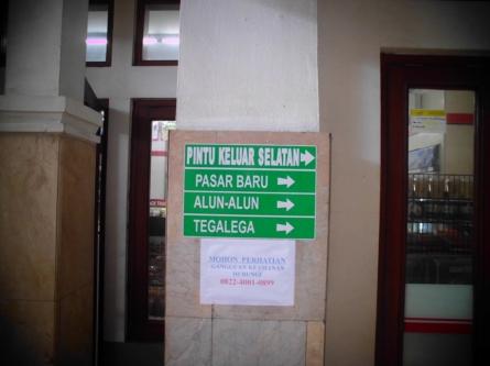 15 meter sebelum pintu ke luar selatan Stasiun Hall Bandung. (dok. pribadi)