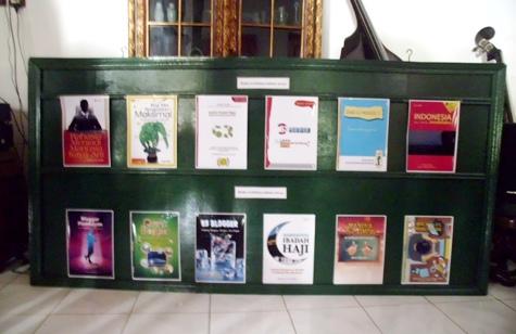 Buku-buku Pakde Cholik di Tahun 2013. (dok pribadi)
