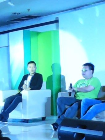 Denny (inspiring seller) dan Leo (kanan), co-founder Tokopedia.